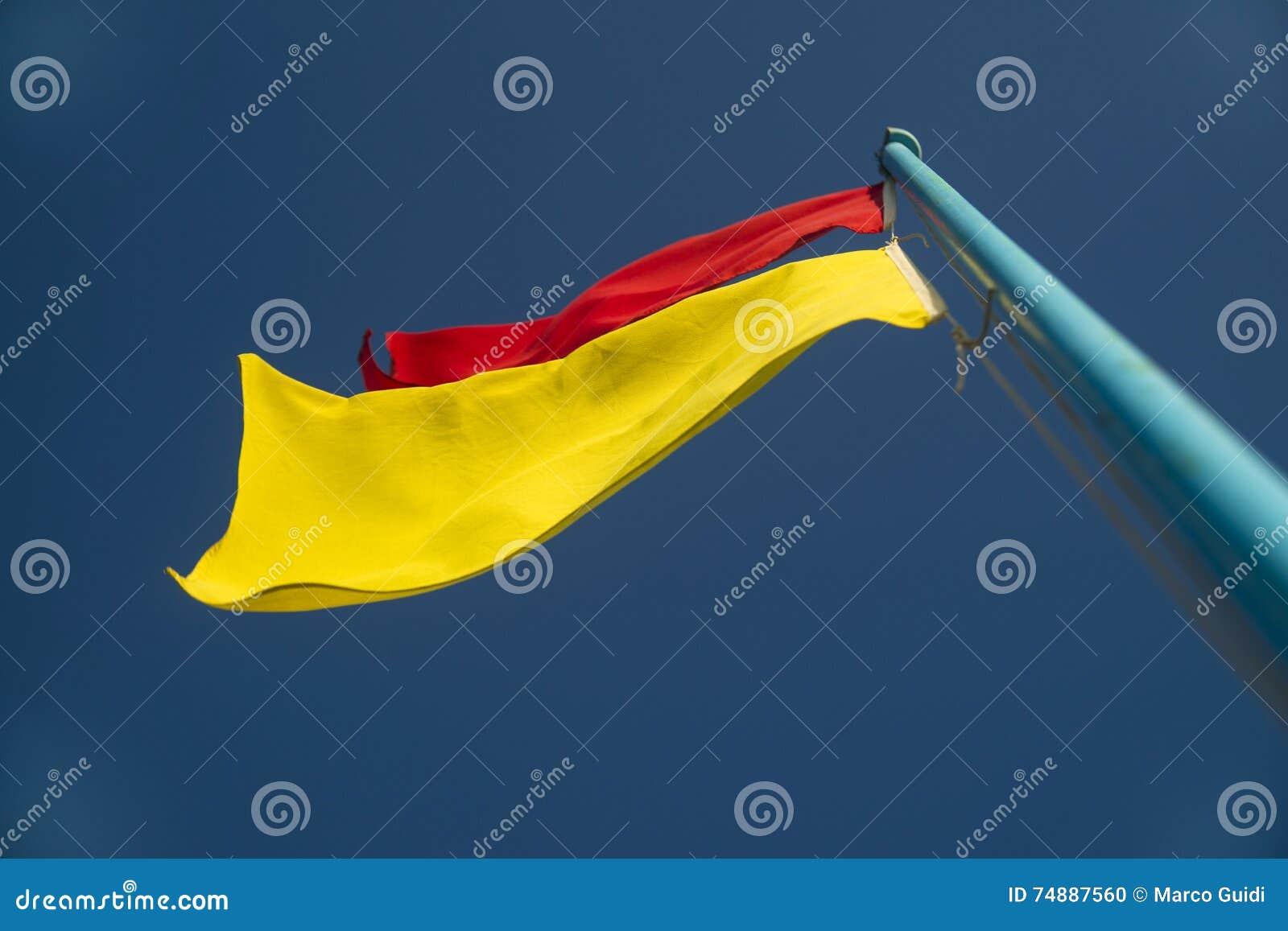 Bandeiras da monitoração da praia