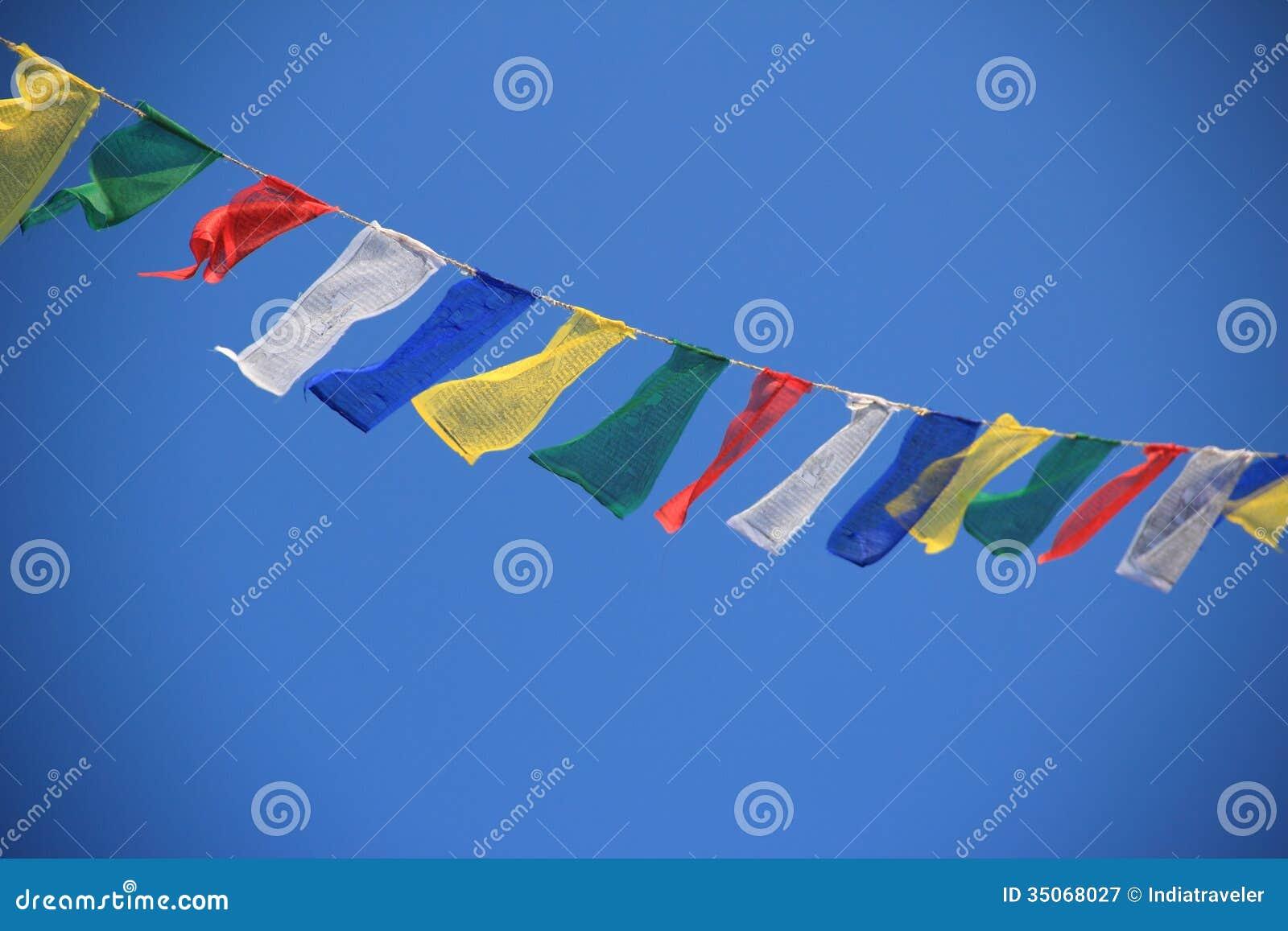 Bandeiras da oração em Nepal.