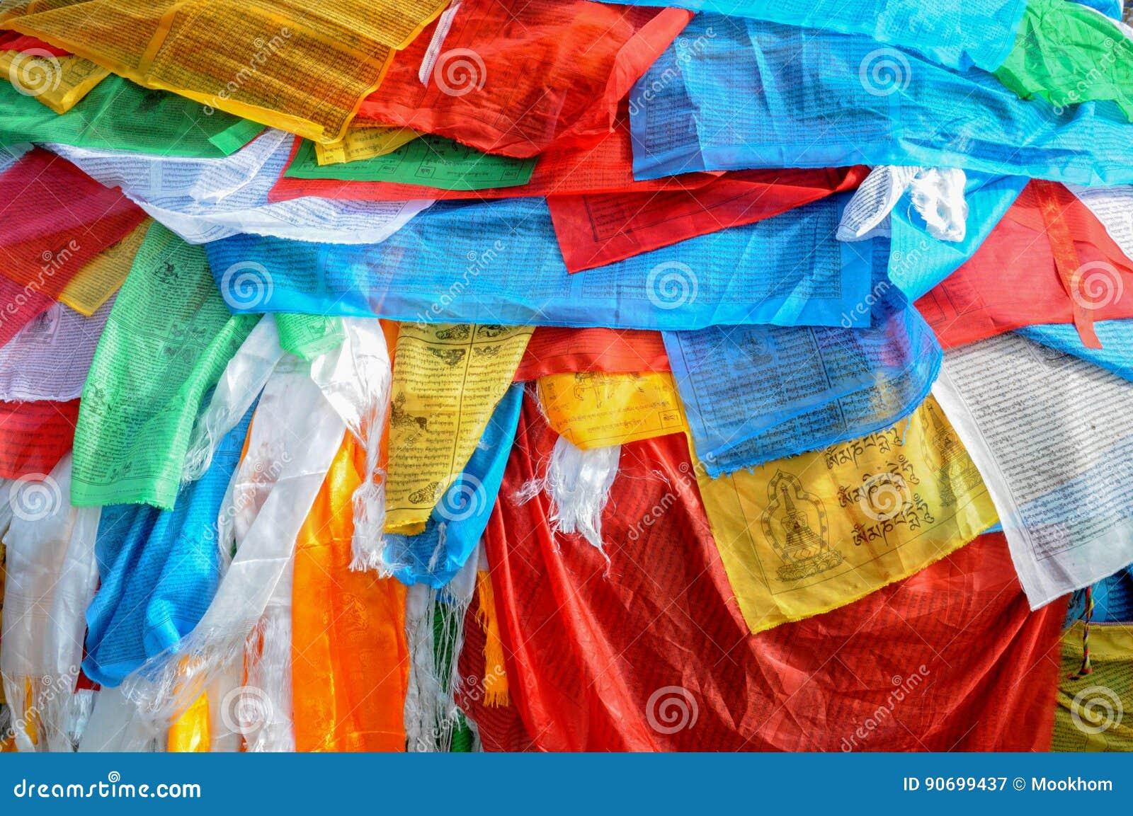 Bandeiras da oração, monastério de Jokhang, Lhasa, Tibet, China