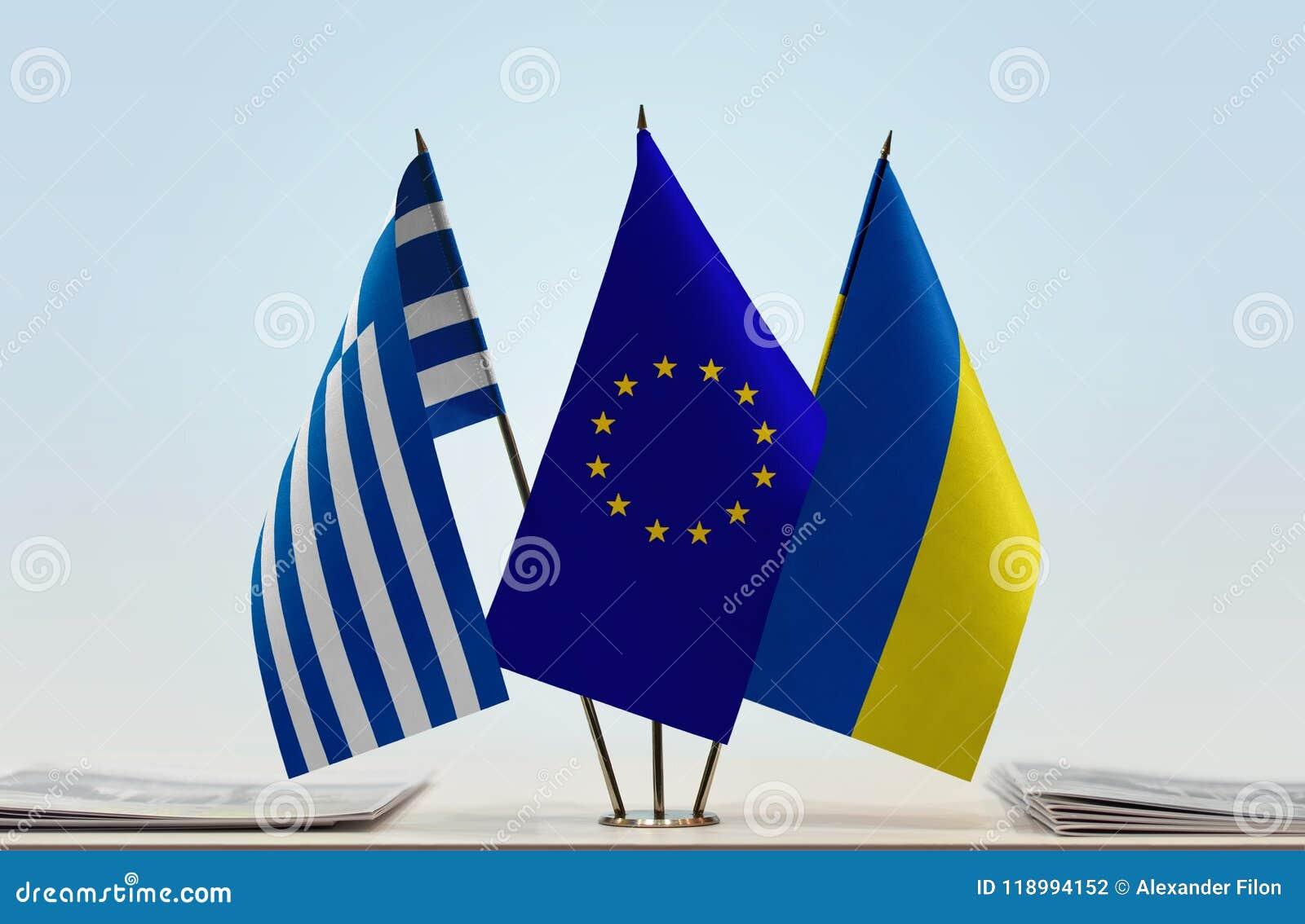 Bandeiras da União Europeia e da Ucrânia de Grécia