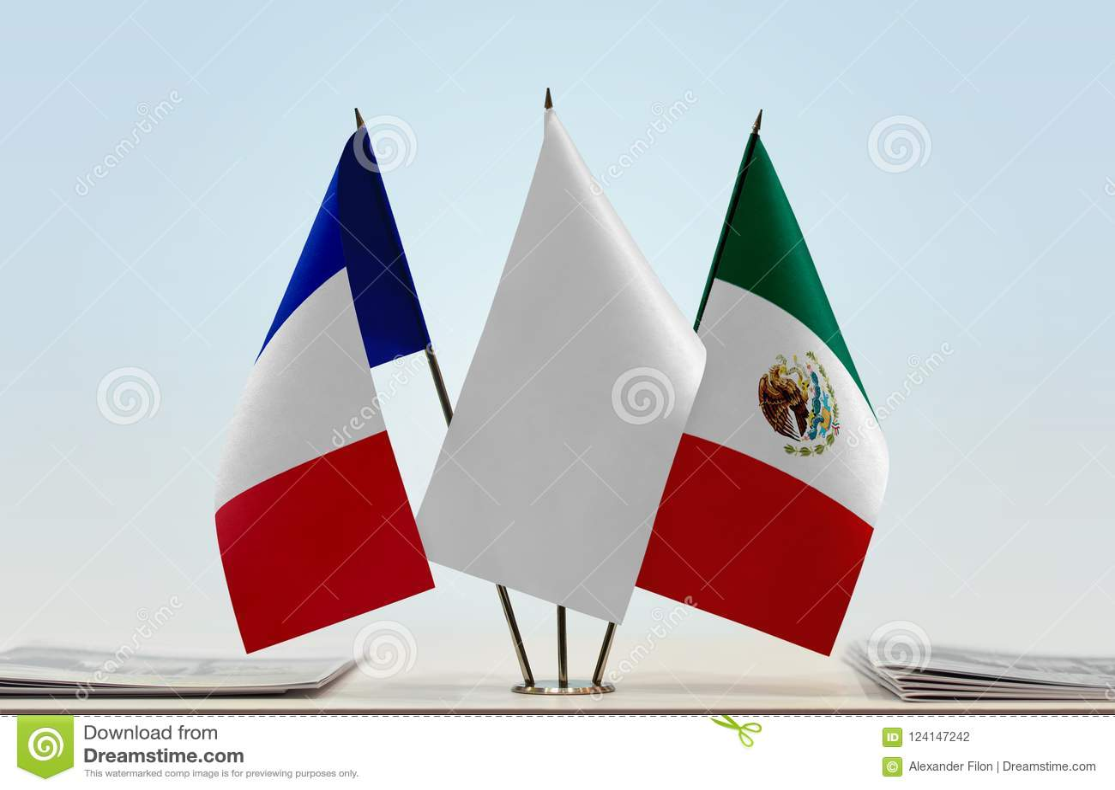 Bandeiras de França e de México