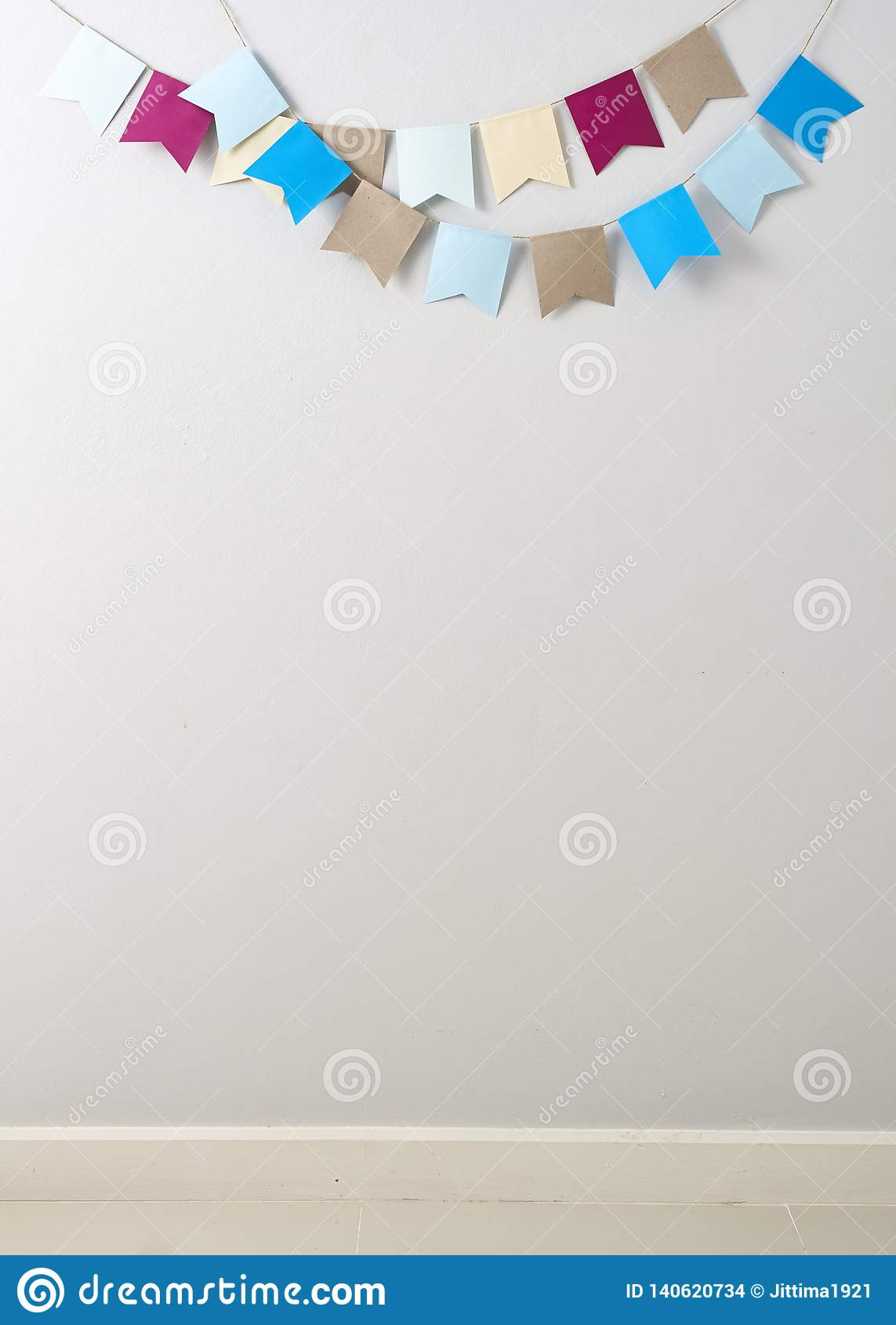 Bandeiras de papel coloridas, feriados