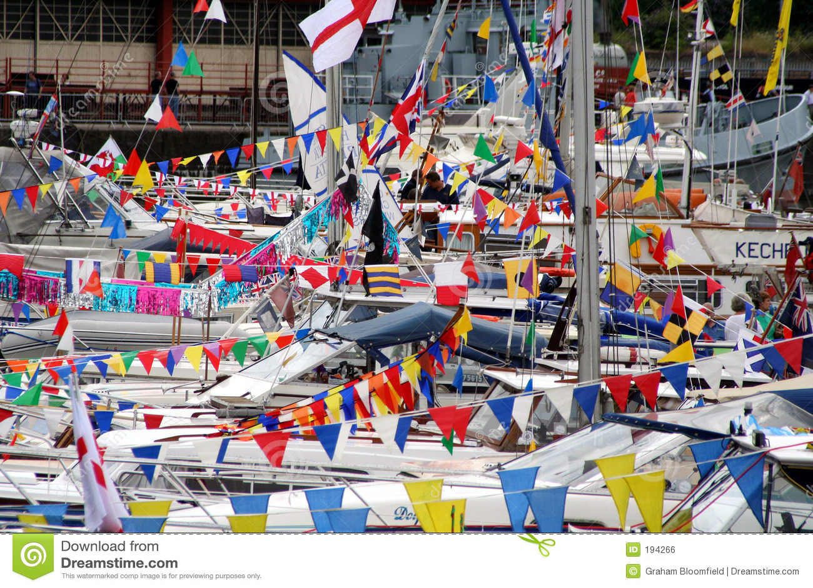 Bandeiras e barcos