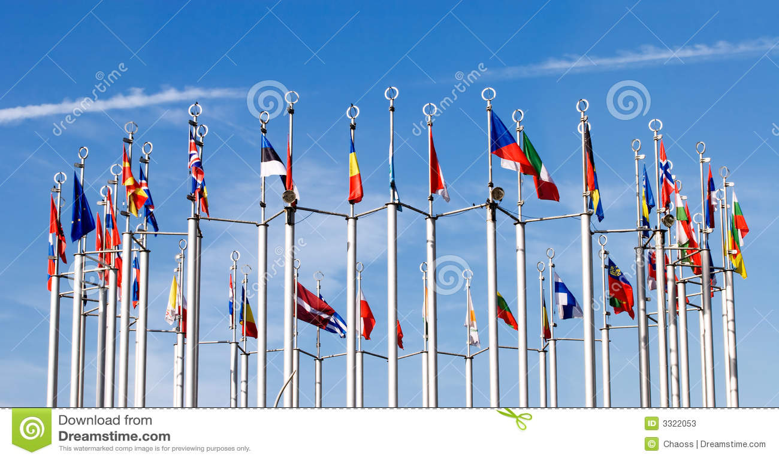 Bandeiras no fundo do céu azul