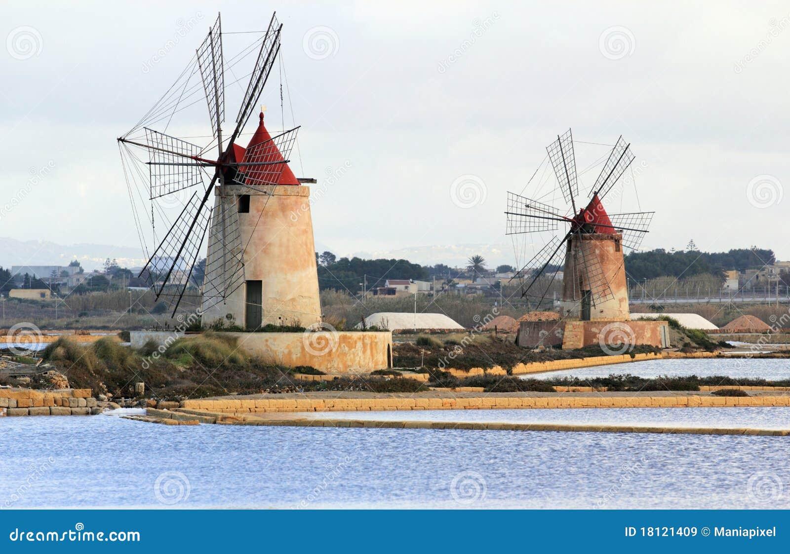 Bandejas e moinhos de vento de sal