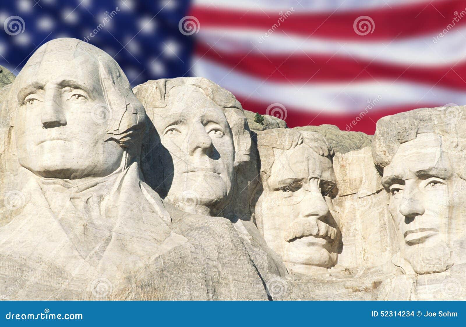 Bandera americana detrás del monte Rushmore