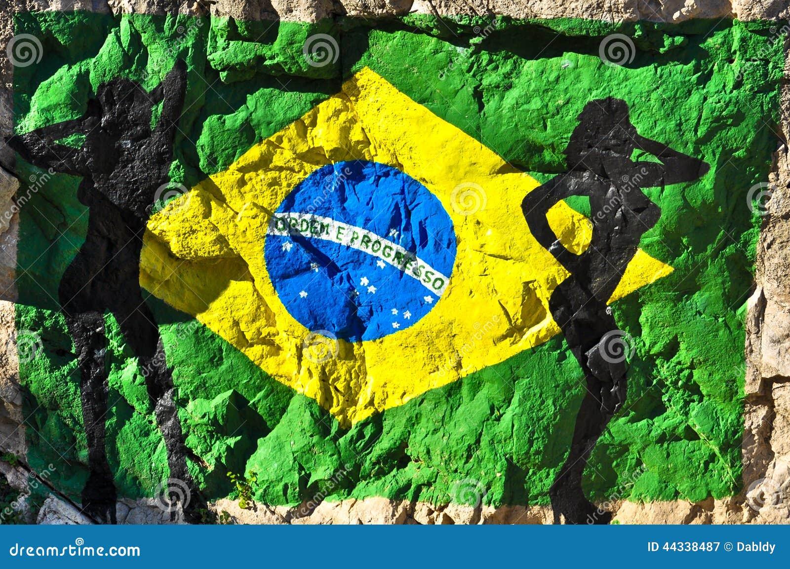 Bandera brasileña pintada en la roca con las siluetas de mujeres