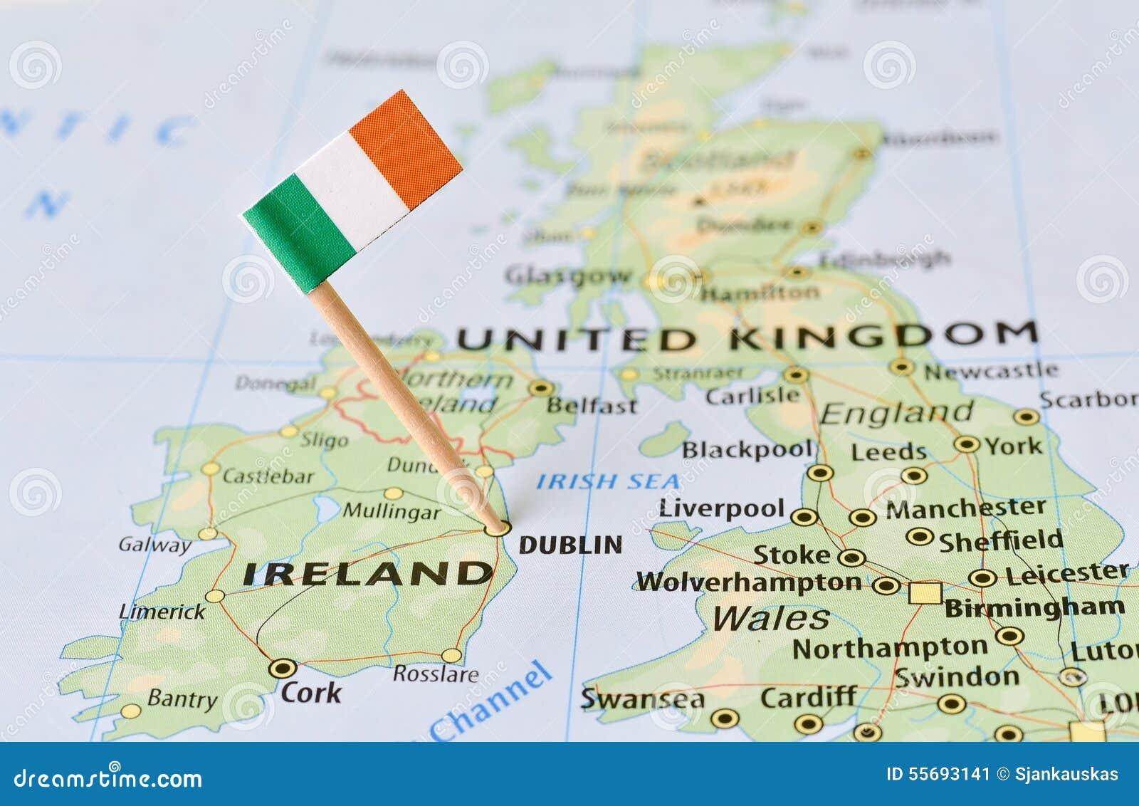 Bandera de Irlanda en mapa ...