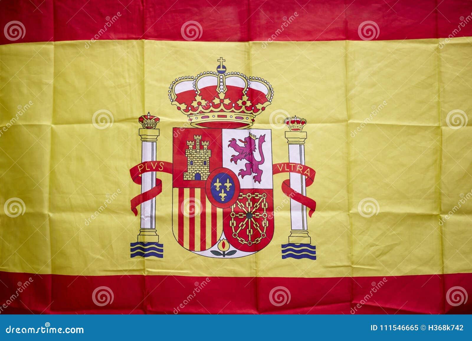 Bandera española con el escudo y la corona real Monarca constitucional