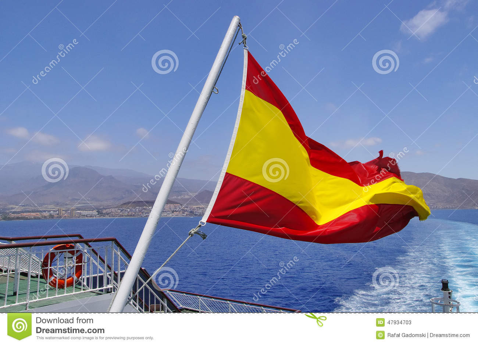 Bandera española en un palo