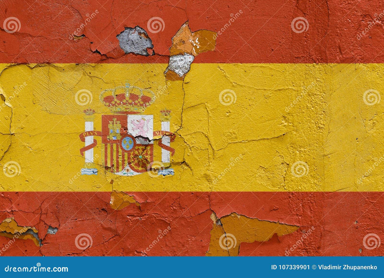 Bandera española pintada en un muro de cemento resistido
