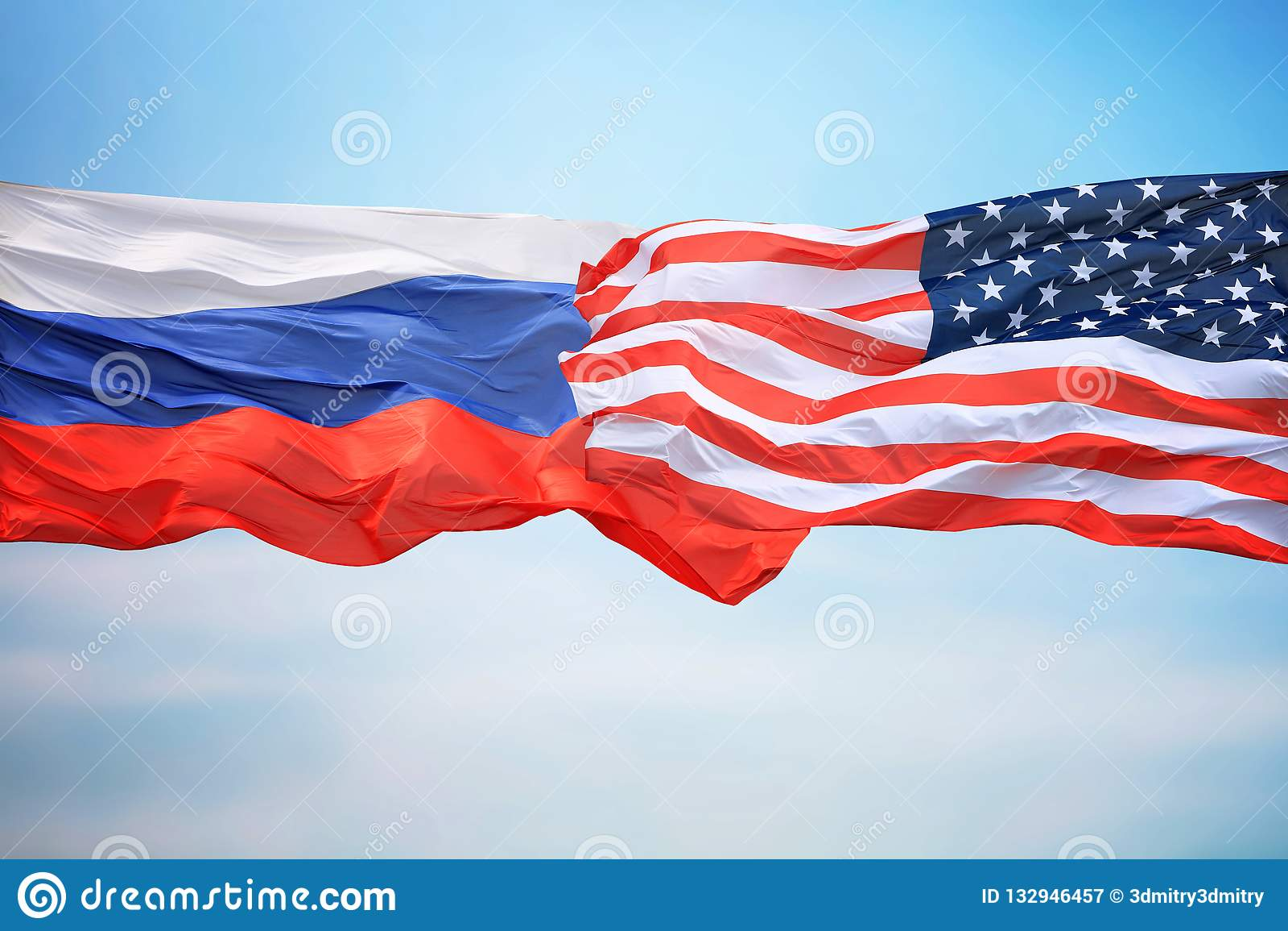 Banderas de los E.E.U.U. y de la Rusia
