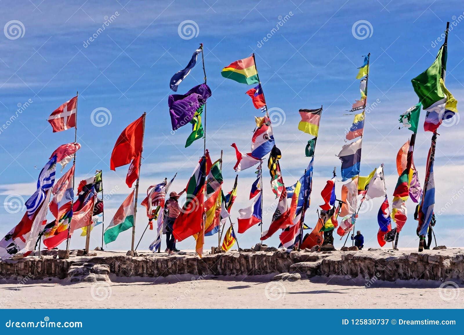 Banderas en Salar de Uyuni