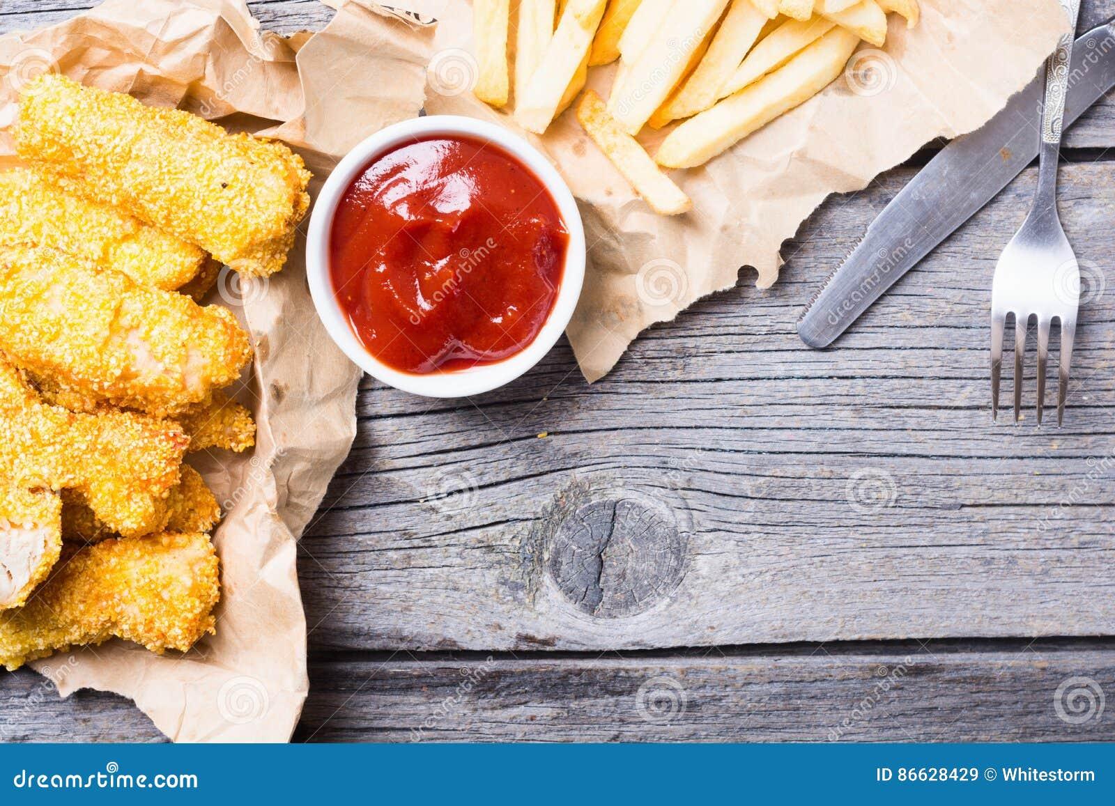 Bandes et pommes frites de poulet