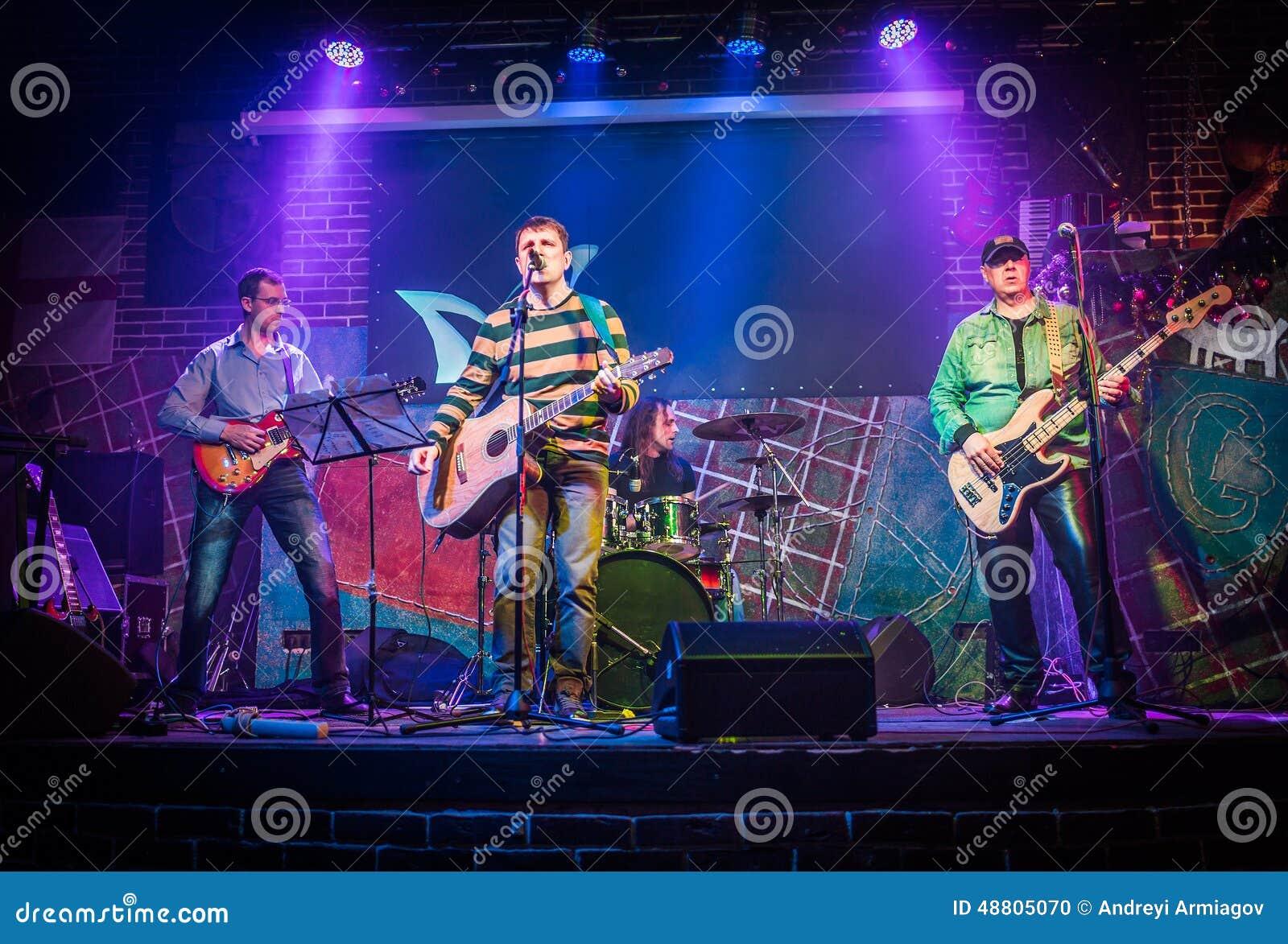 Bandet utför på etapp