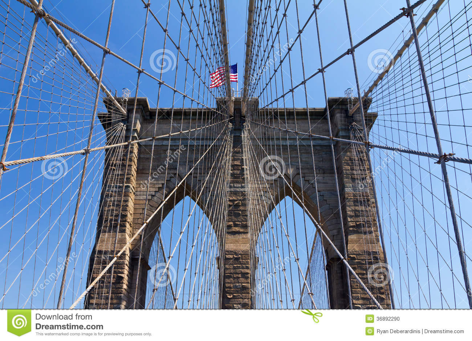 Download Bandiera Americana Sul Ponte Di Brooklyn, New York Fotografia Stock - Immagine di corsa, prospettiva: 36892290