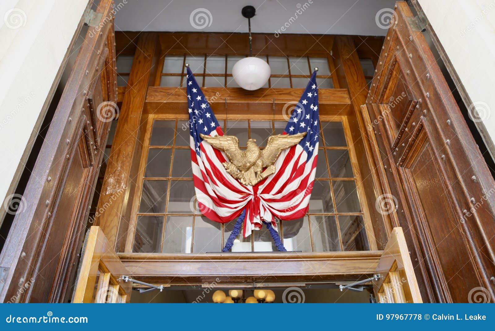 Bandiera degli Stati Uniti dell America con Eagle
