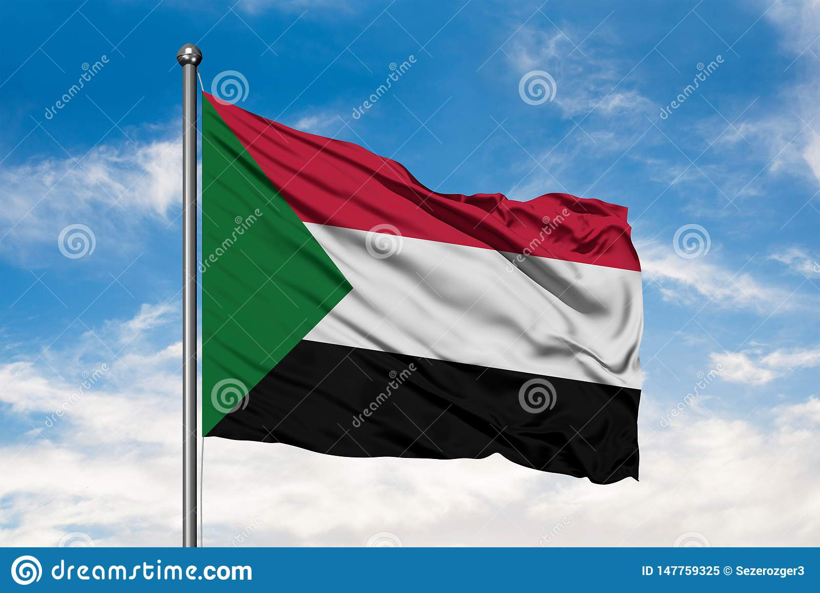 Bandiera del Sudan che ondeggia nel vento contro il cielo blu nuvoloso bianco Bandiera sudanese