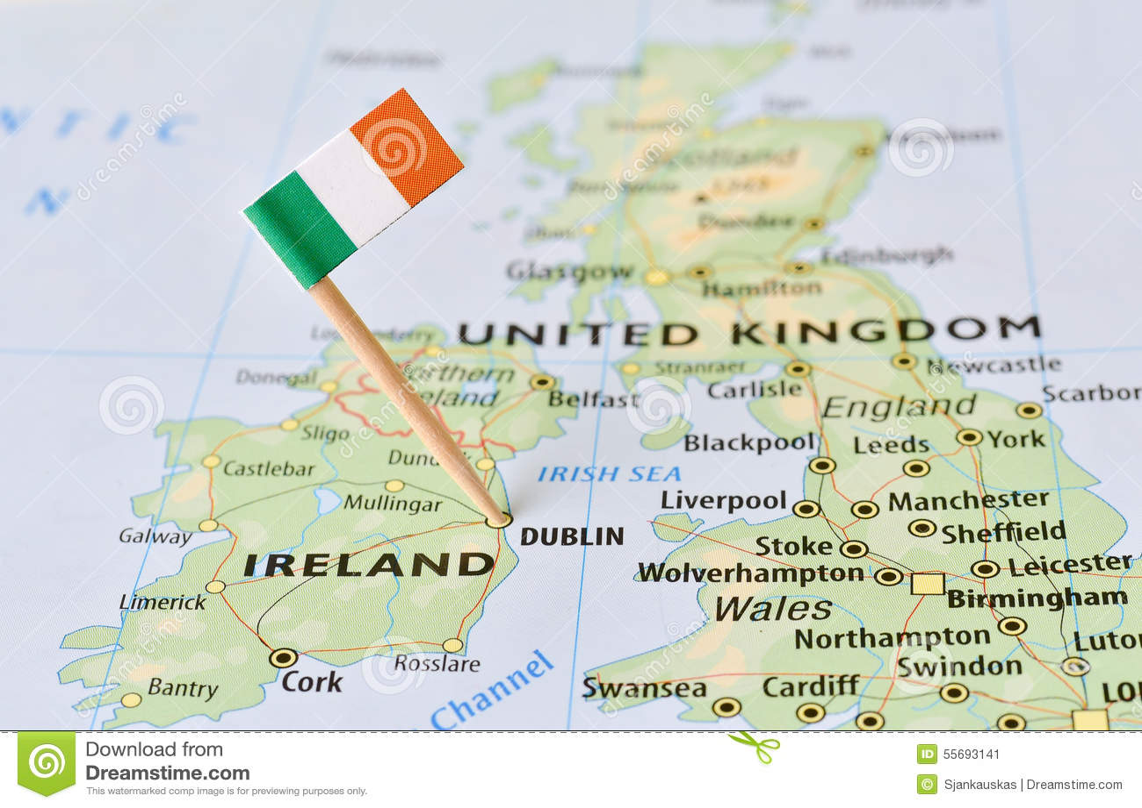 Cartina Geografica Dell Irlanda.Bandiera Dell Irlanda Sulla Mappa Immagine Stock Immagine Di Atlantico Geografico 55693141