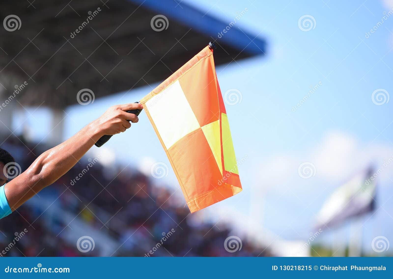 Bandiera della tenuta dell assistente arbitro, segnale fuorigioco