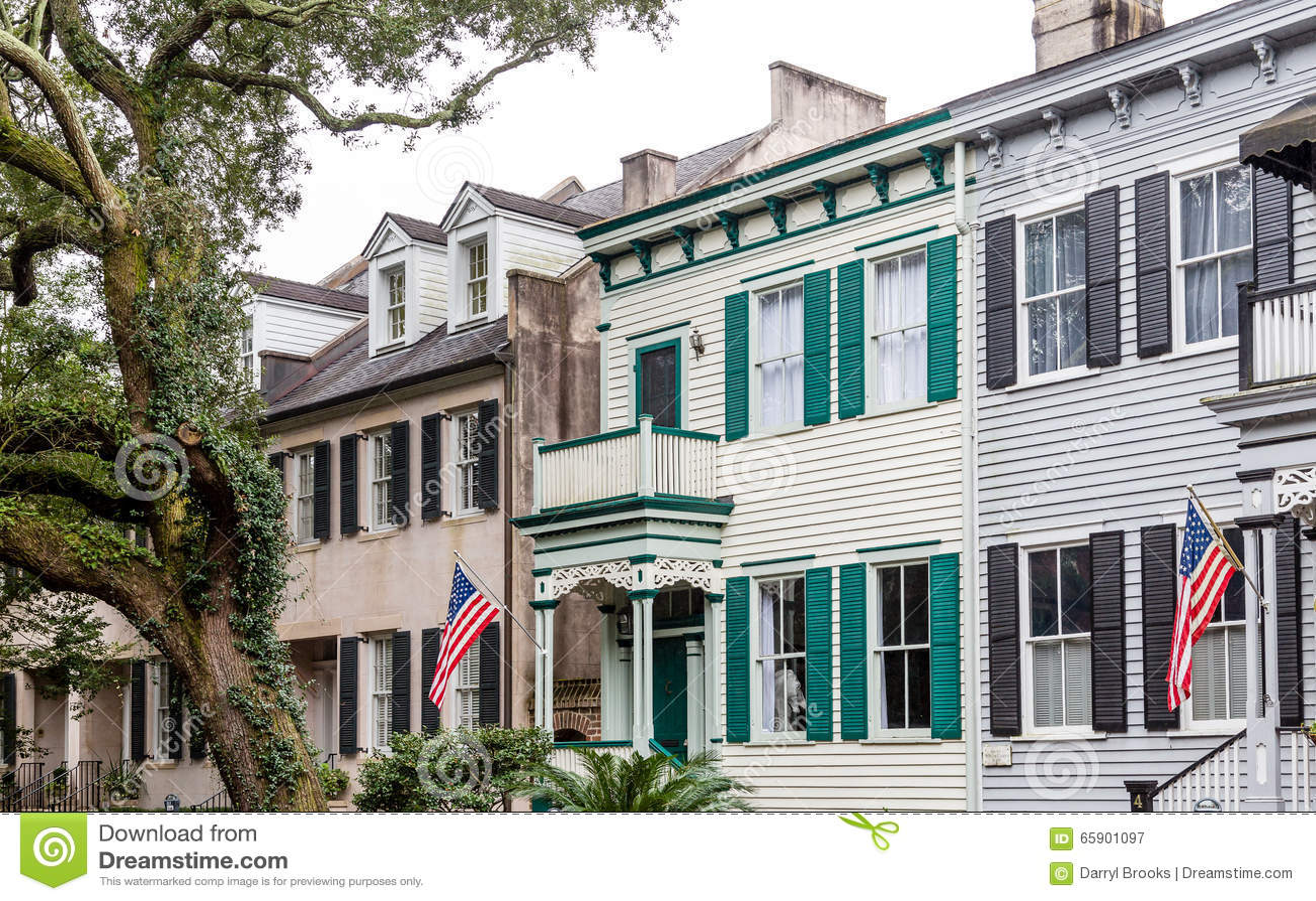 Bandiere americane sulle case del sud tradizionali for Foto case americane