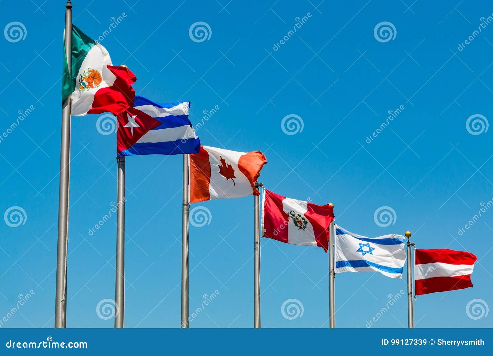 Bandiere su Pali dai vari paesi