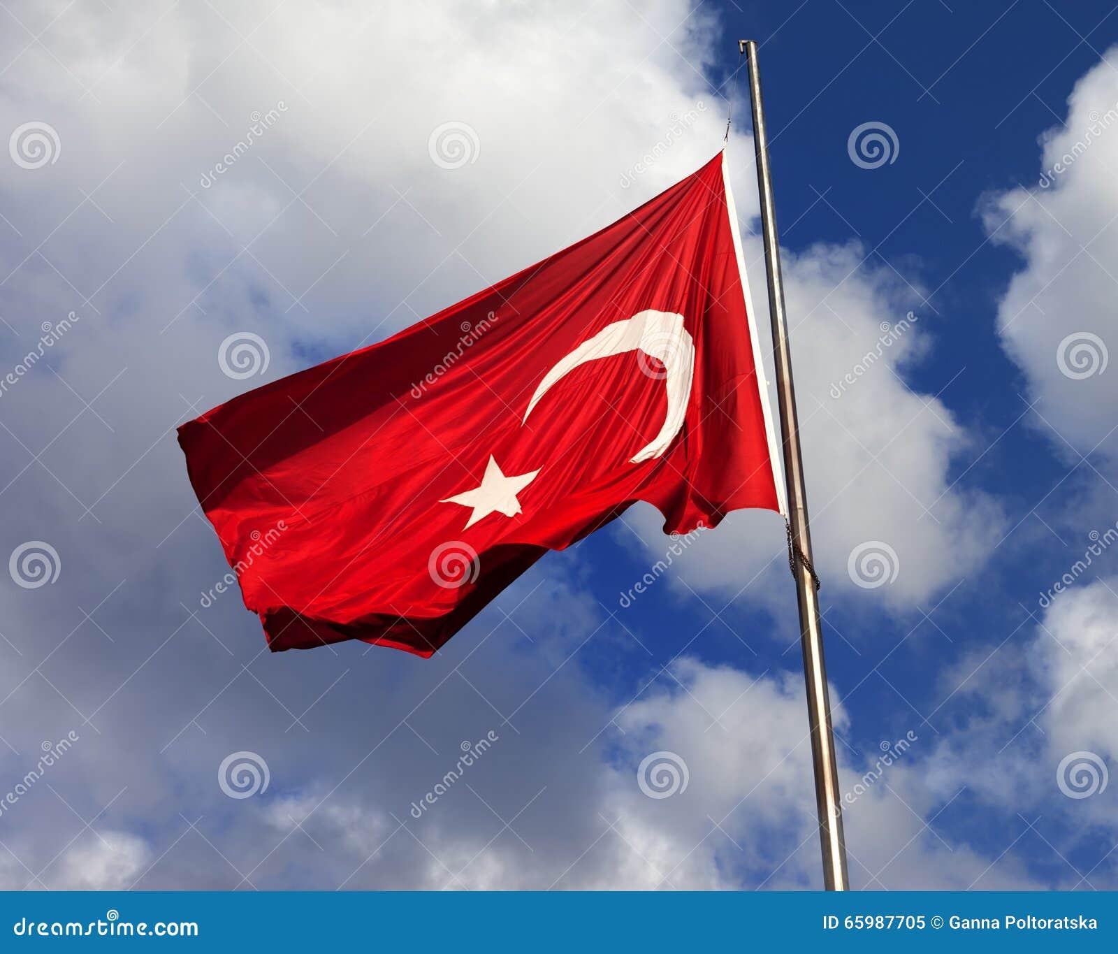 Bandierina turca sul flagpole