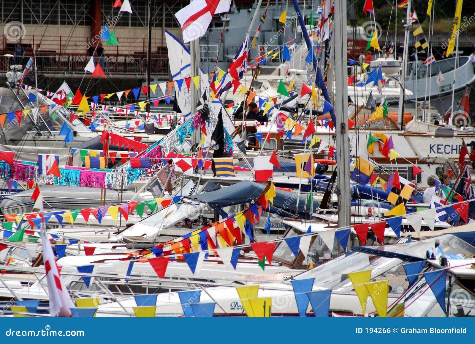 Bandierine e barche