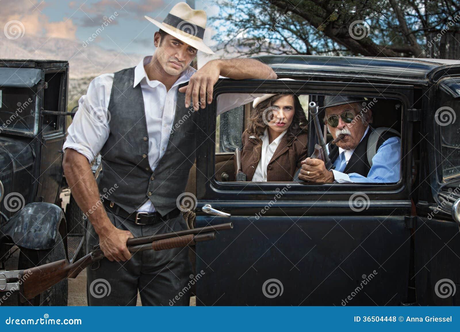 Bandits d ère des années 1920 avec la femme