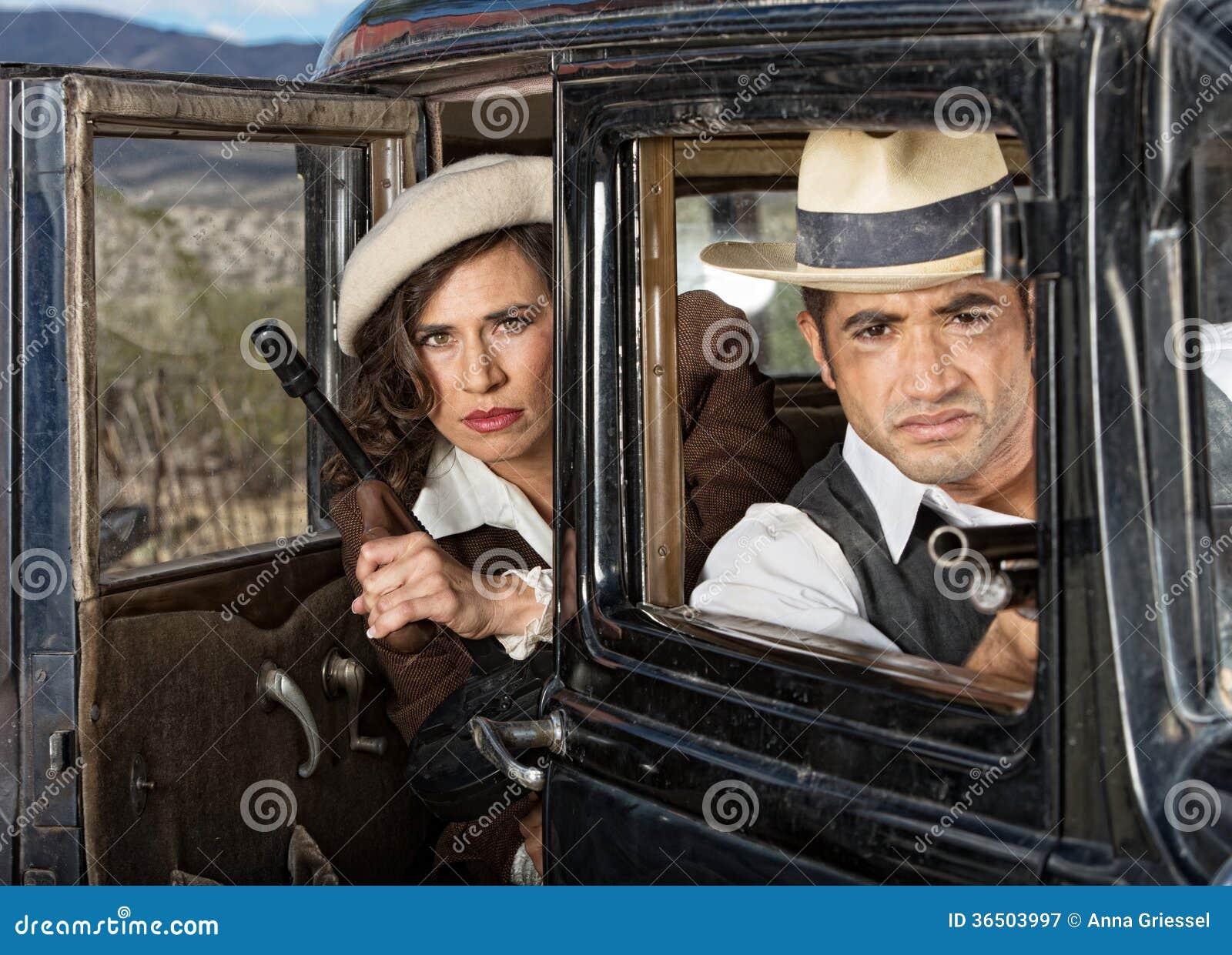 Bandits sérieux dans la voiture