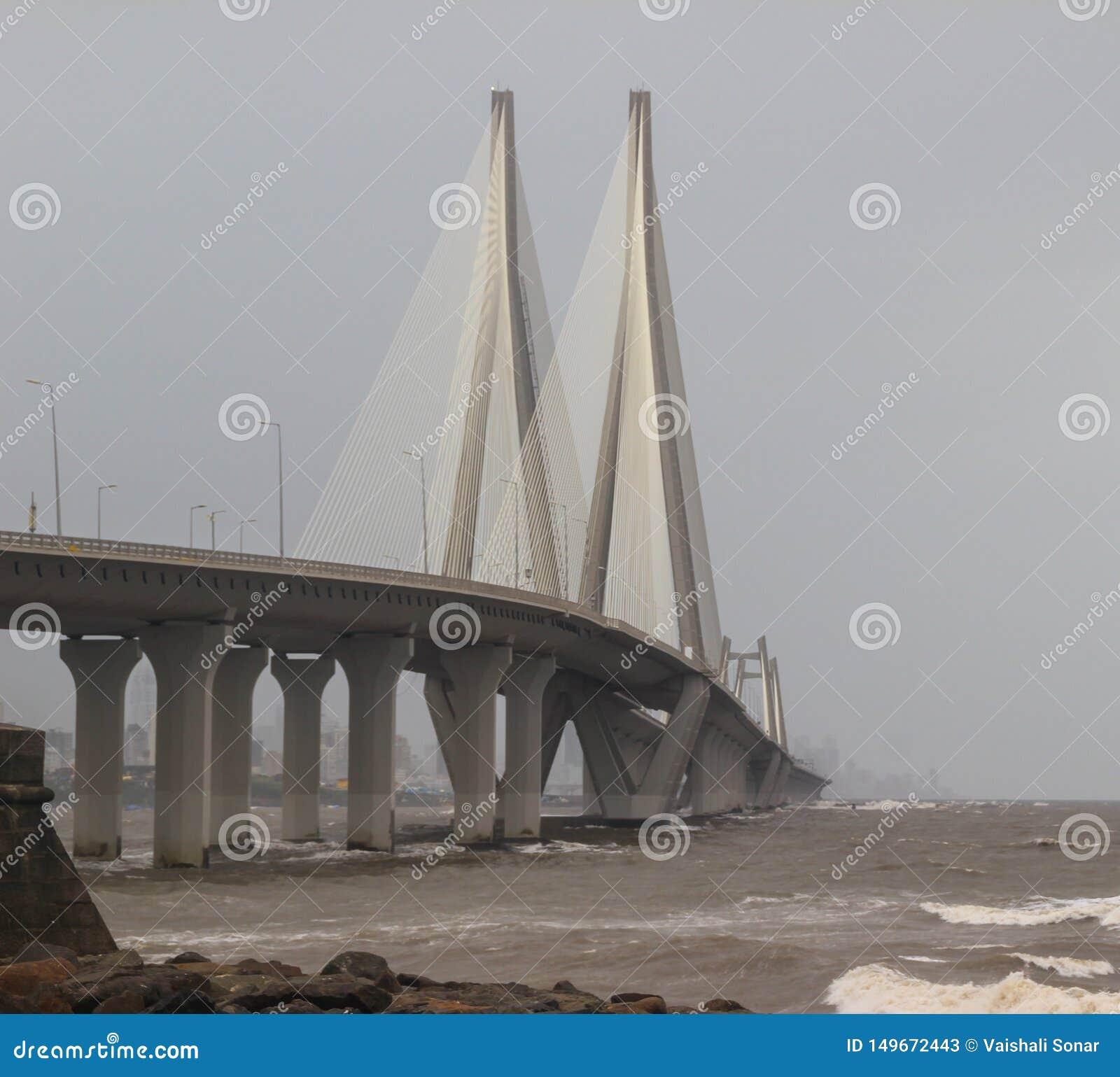 Bandra worli Seeverbindung im Monsun