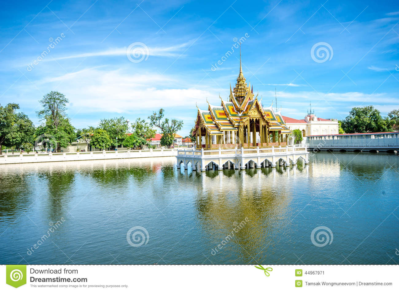 bang pa in aisawan rayal summer palace thailand royalty free stock photography cartoondealer. Black Bedroom Furniture Sets. Home Design Ideas