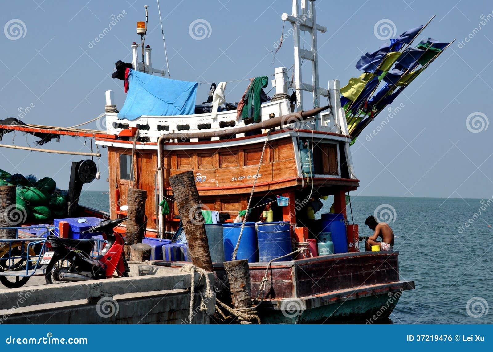 Bang Saen, Thailand: Fishing Boat At Sapan Pla Pier Editorial Photo - Image: 37219476