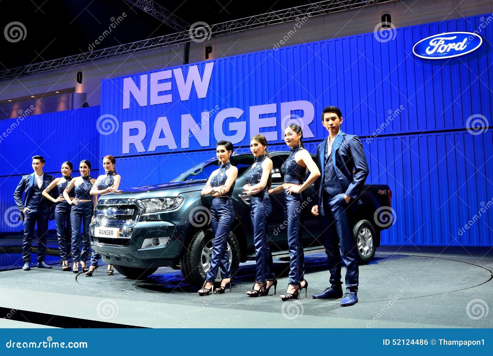 bangkok 26 m rz neuer ford ranger heben lkw mit mann. Black Bedroom Furniture Sets. Home Design Ideas