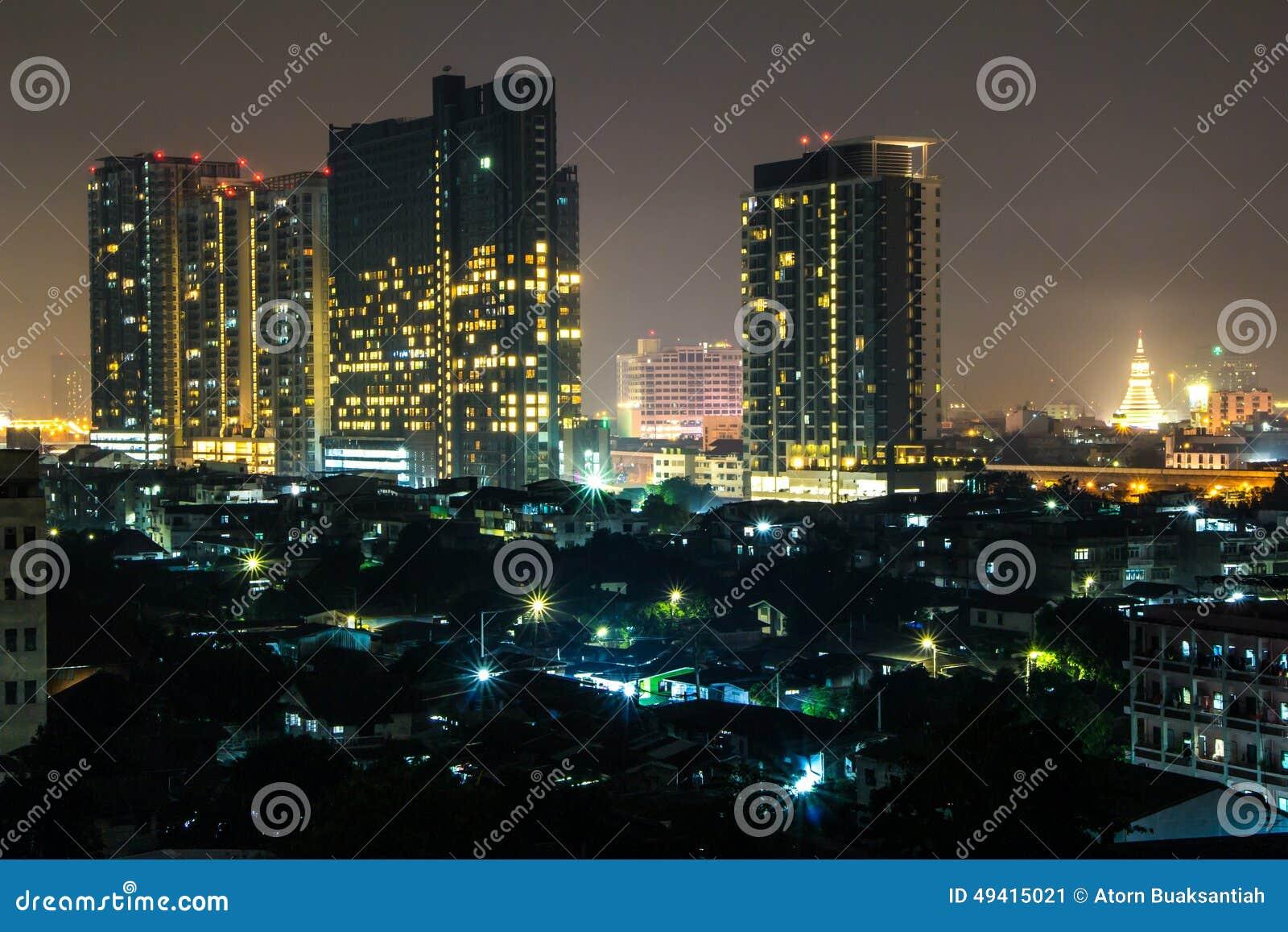 Download Bangkok-Stadt-Nachtlicht stockbild. Bild von landschaft - 49415021