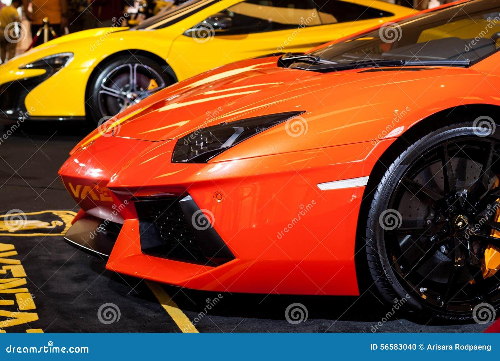 BANGKOK, TAILANDIA - 7 AGOSTO: Nuovo Lamborghini è indicato a Siam Paragon agosto 7,2015 a Bangkok, Tailandia