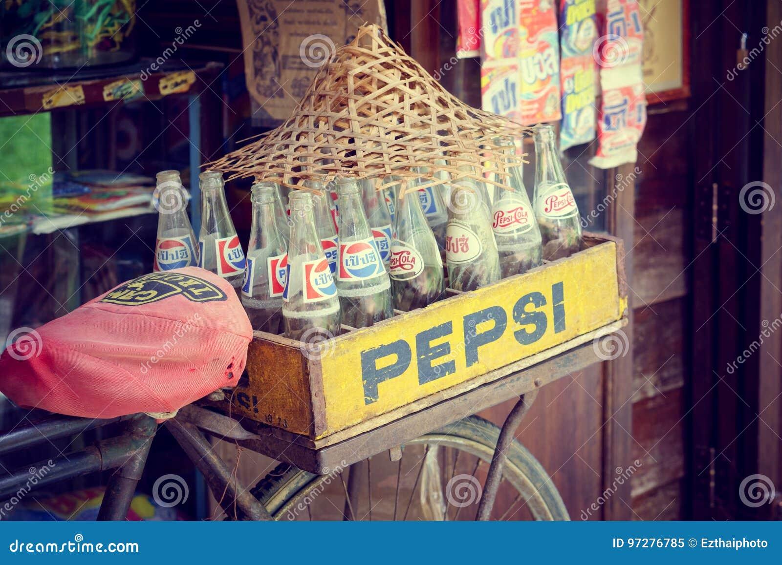 Bangkok, Tailandia - 7 de mayo de 2017: Estilo retro del vintage de Pepsi BO