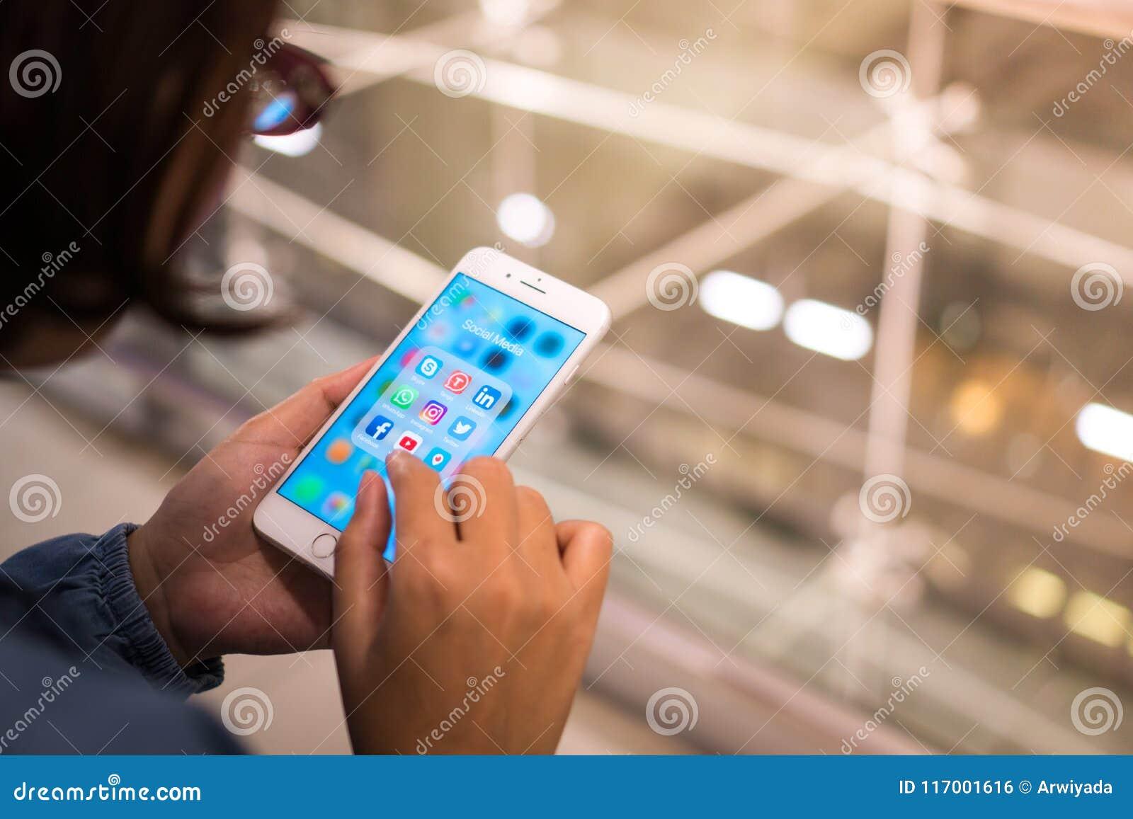 Bangkok, Tailandia - 16 de mayo de 2018: iPhone intermedio social mobil del app