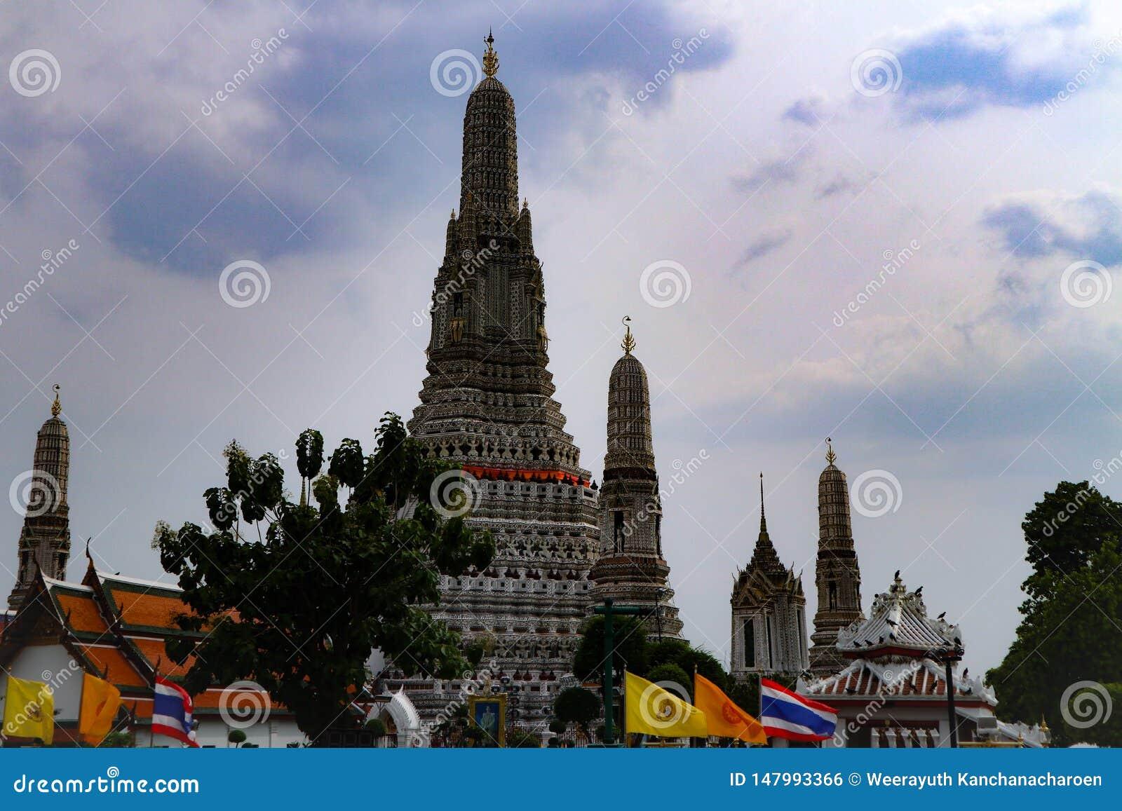 Bangkok, Tailandia - 18 maggio 2019: Wat Arun, localmente conosciuto come Wat Chaeng, è situato sulla banca ad ovest di Thonburi