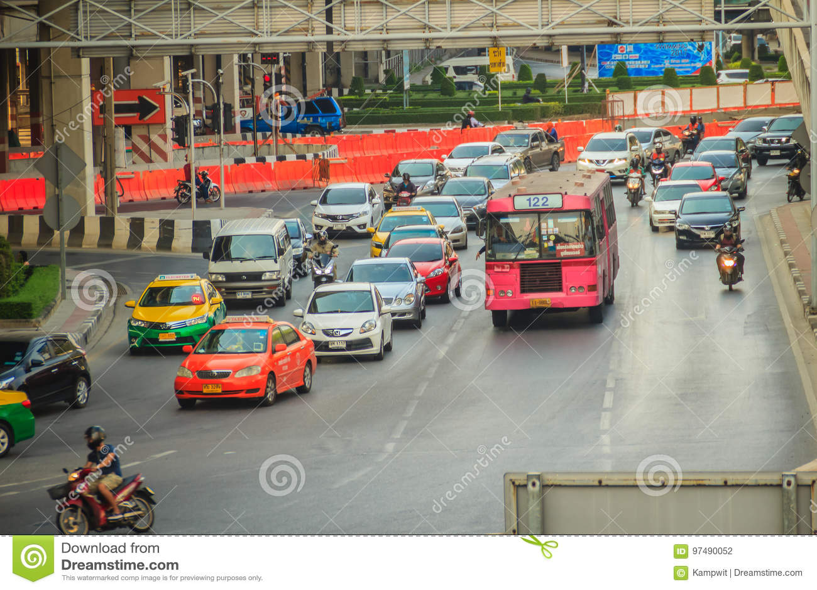 Bangkok, Tailandia - 8 marzo 2017: Ingorgo stradale pesante a Ladprao