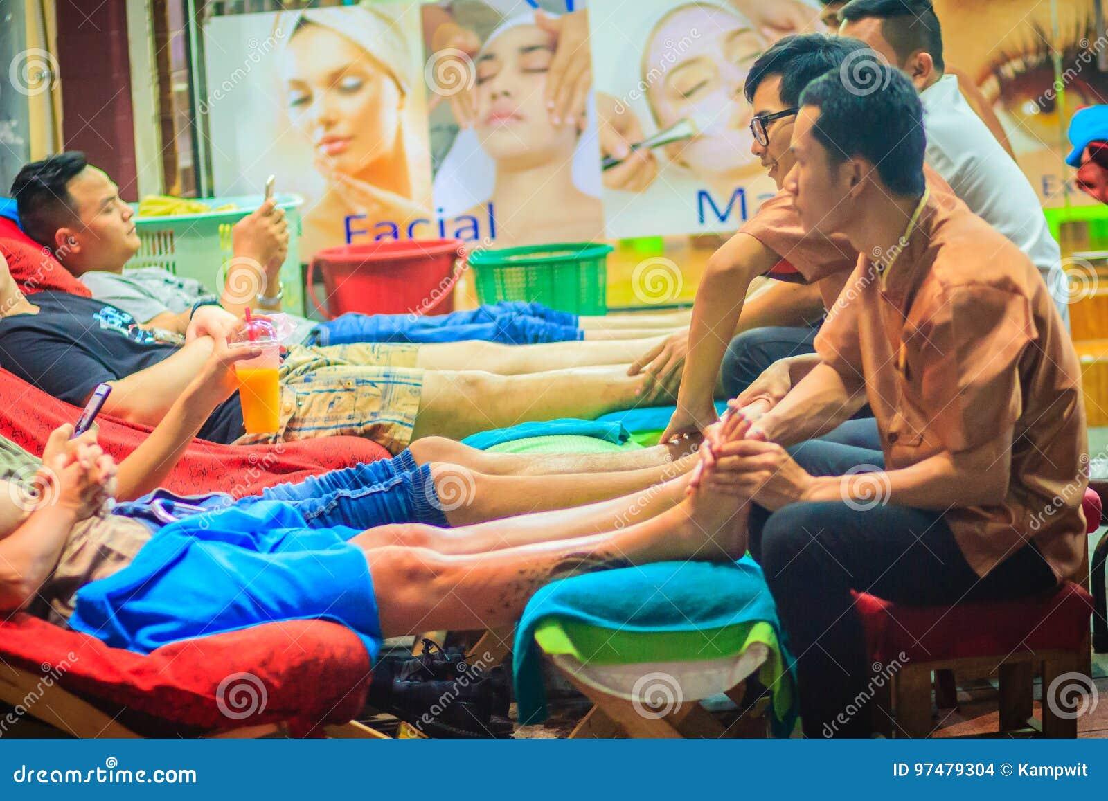 Bangkok, Tailandia - 2 marzo 2017: Servizio di massaggio del piede in stazione termale