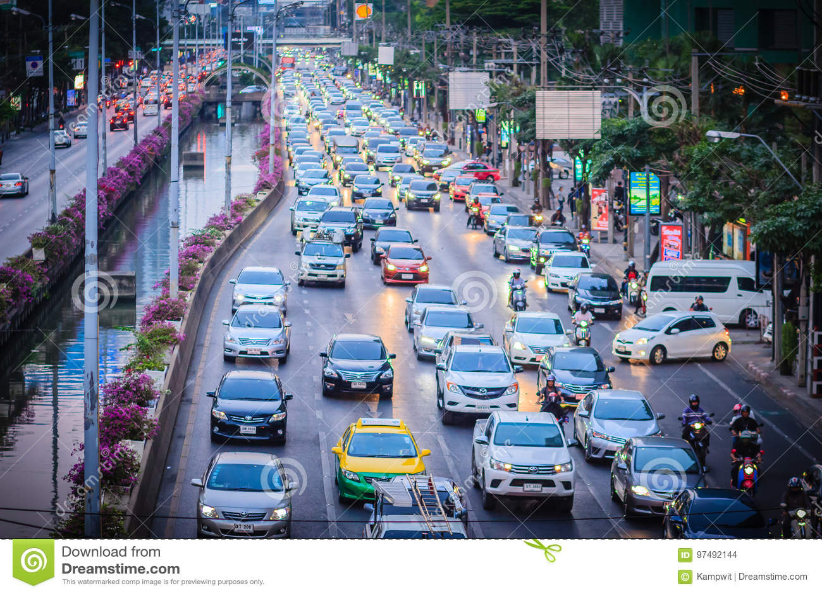 Bangkok, Tailandia - 8 marzo 2017: Vista di ingorgo stradale in
