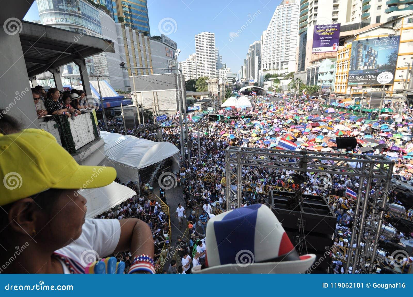 Bangkok, Tajlandia/- 01 13 2014: Żółte koszula blokują Asok jako część ` zamknięcia Bangkok ` operaci