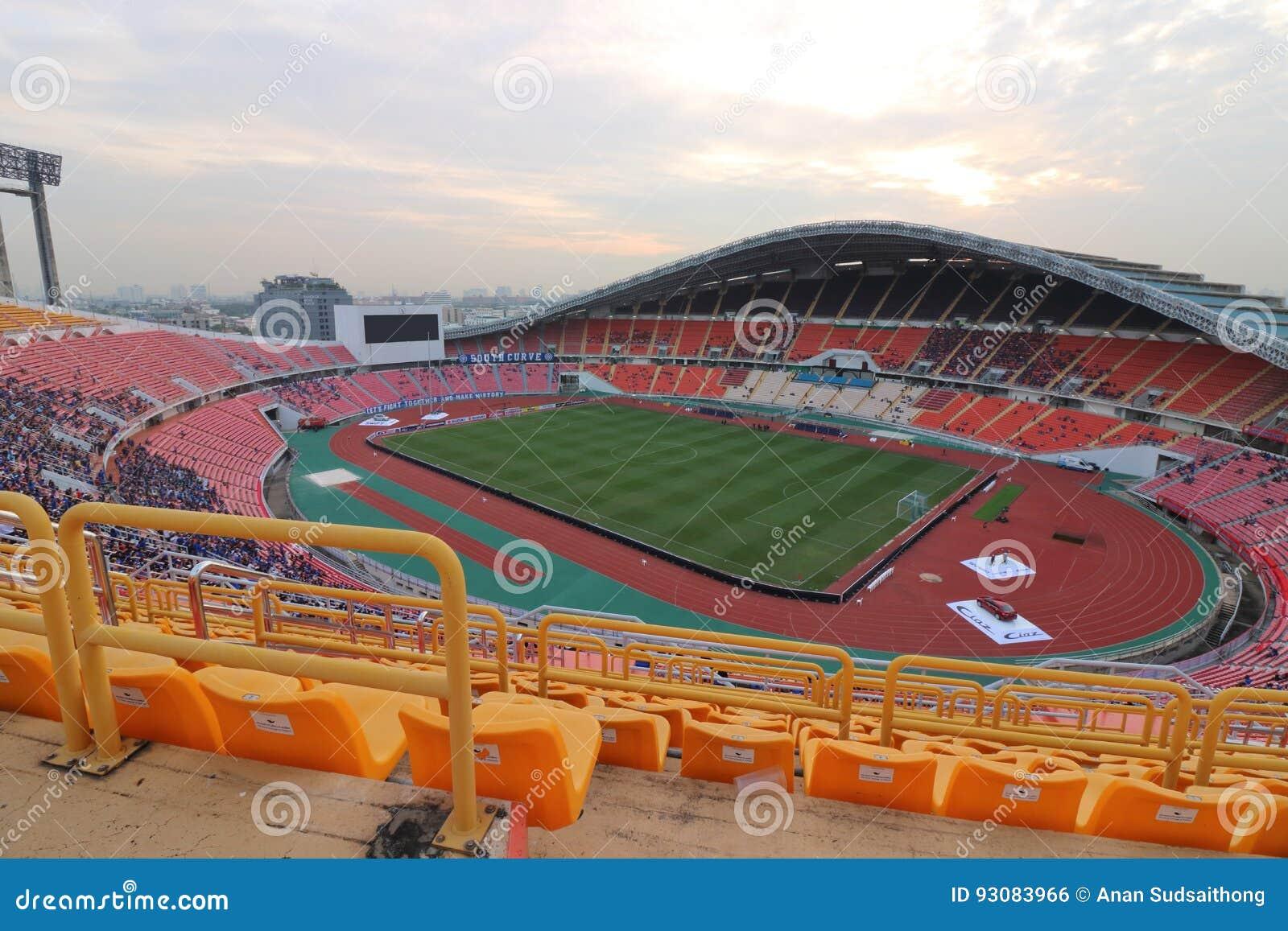 Bangkok Tajlandia, Grudzień, - 8, 2016: Szeroki kąta strzał Rajamangala domu krajowy stadium Tajlandia Widok od siedzenia fan