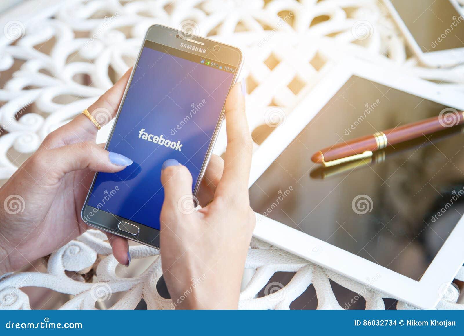 Bangkok, Thaïlande - février 12,2017 : tenir des WI de Samsung un note5