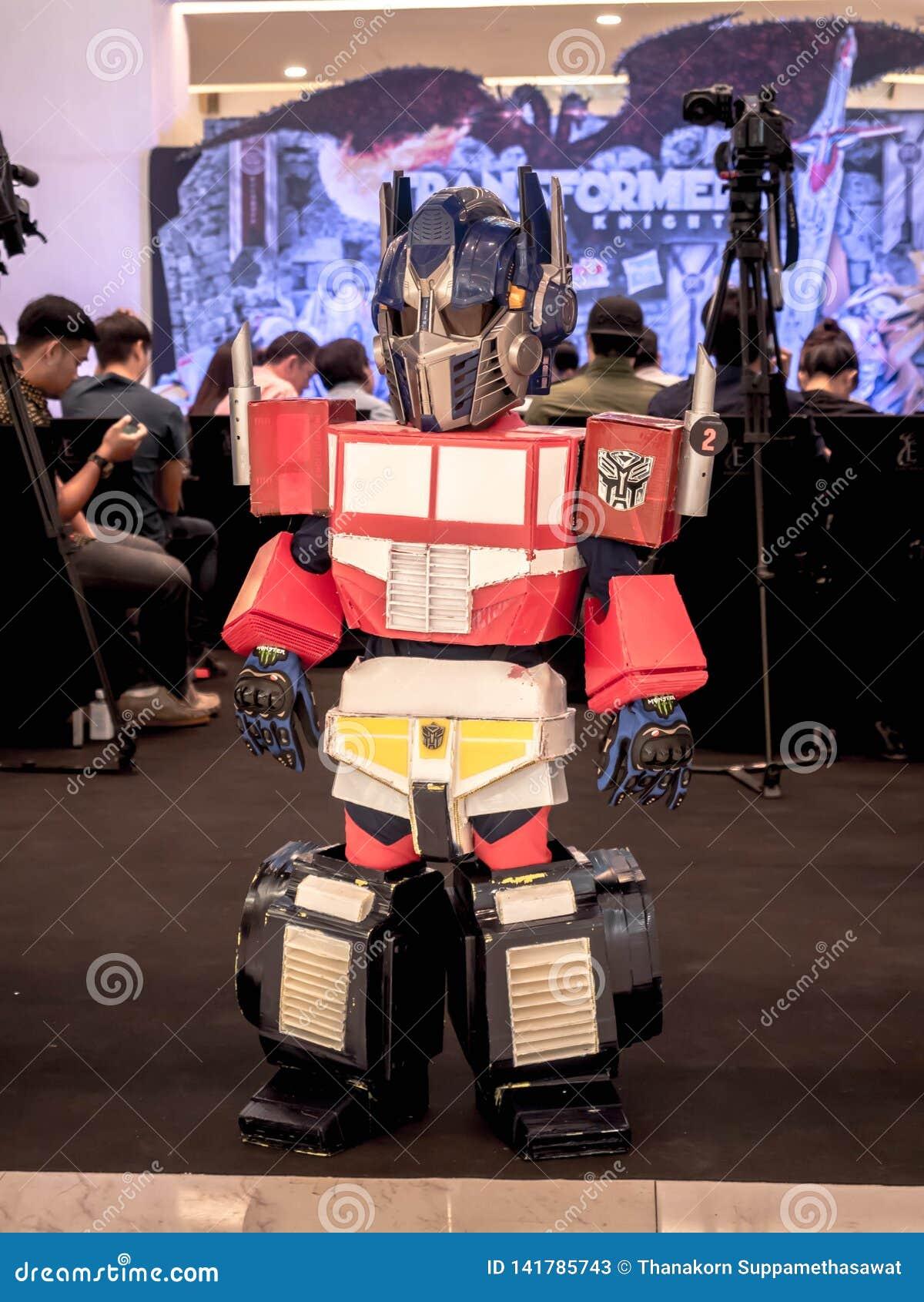 Bangkok, Thaïlande - 15 juin 2017 : Le garçon portant un costume d Optimus principal est un caractère fictif des transformateurs