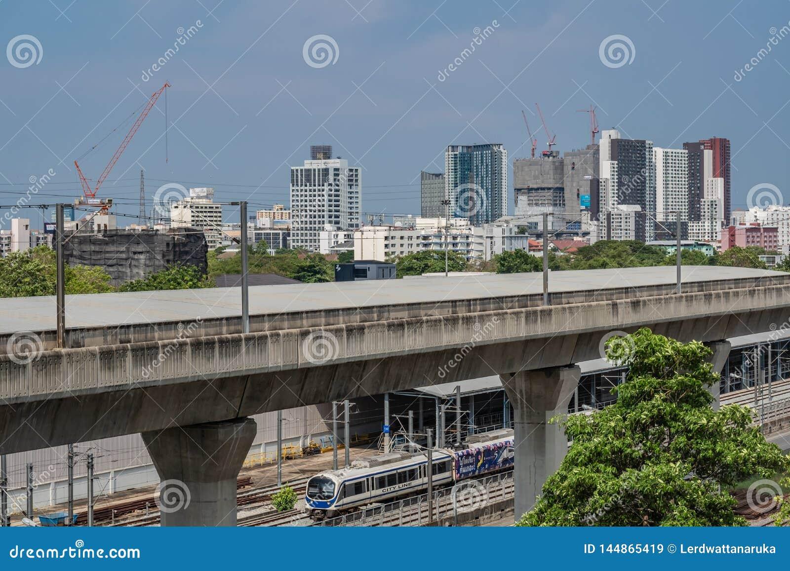 Bangkok, Thailand 14 April 2019: Hemeltrein Bangkok en de garage van de hemeltrein