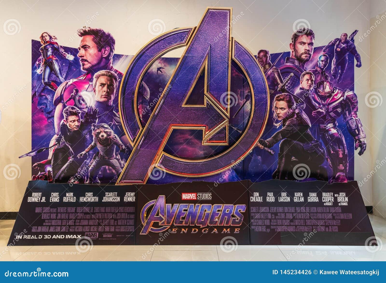 Bangkok Thailand - April 18, 2019: Skärm för bakgrund för hämnareEndgamefilm i filmteater Befordrings- annonsering för bio