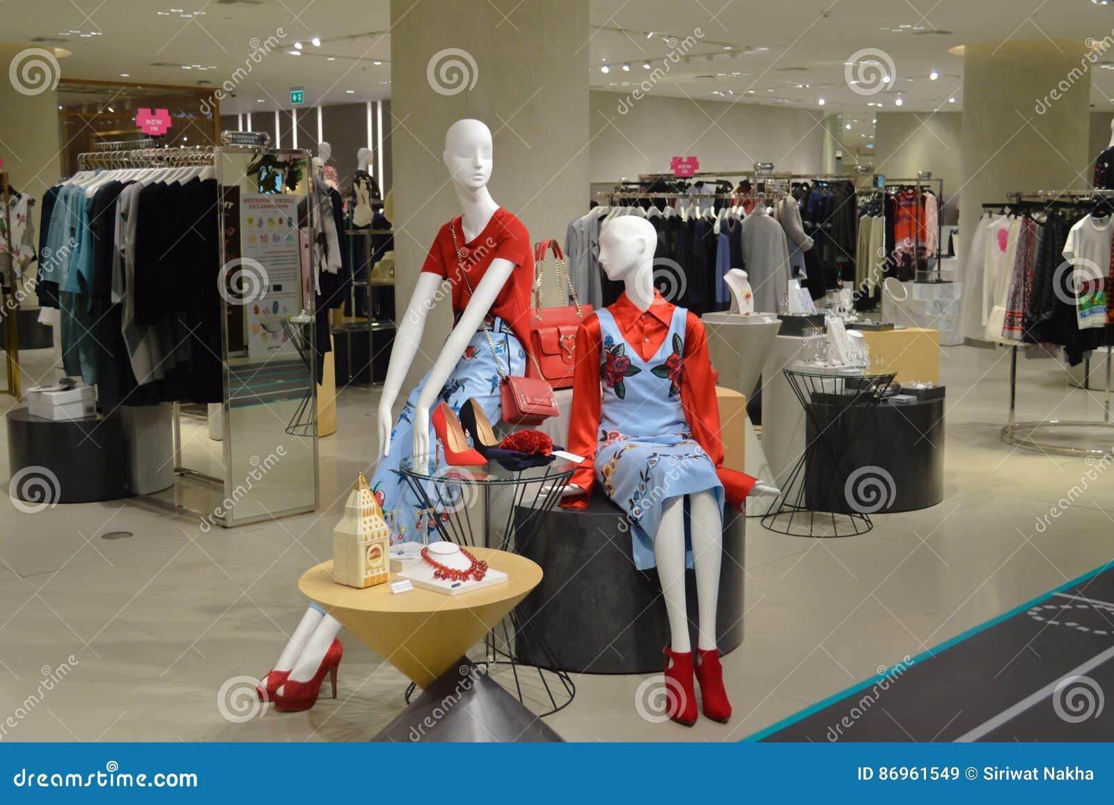 Bangkok Thailand: Januari 29, 2017 på Siam Discovery Fashion Mannequins Product i en kinesisk stil för nytt år