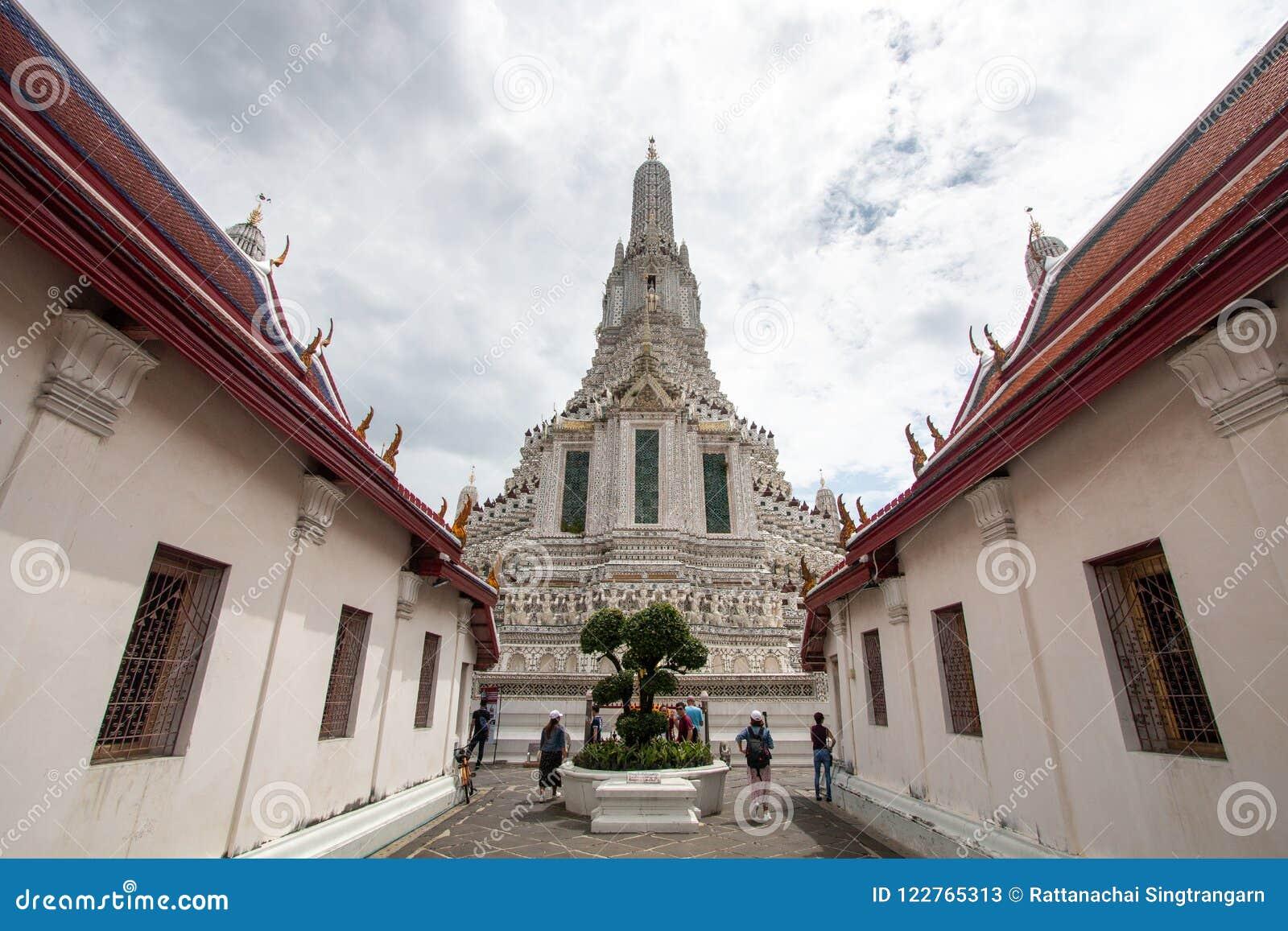 Bangkok Thailand - Juli 9, 2018: Wat Arun Ratchawararam Ratchawaramahawihan eller Wat Arun, buddistisk tempel av gryning berömt f